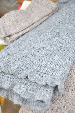 alpacatrax-gray-blend-stroller-blanket-ruffle