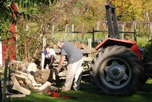 farm-family-tractor